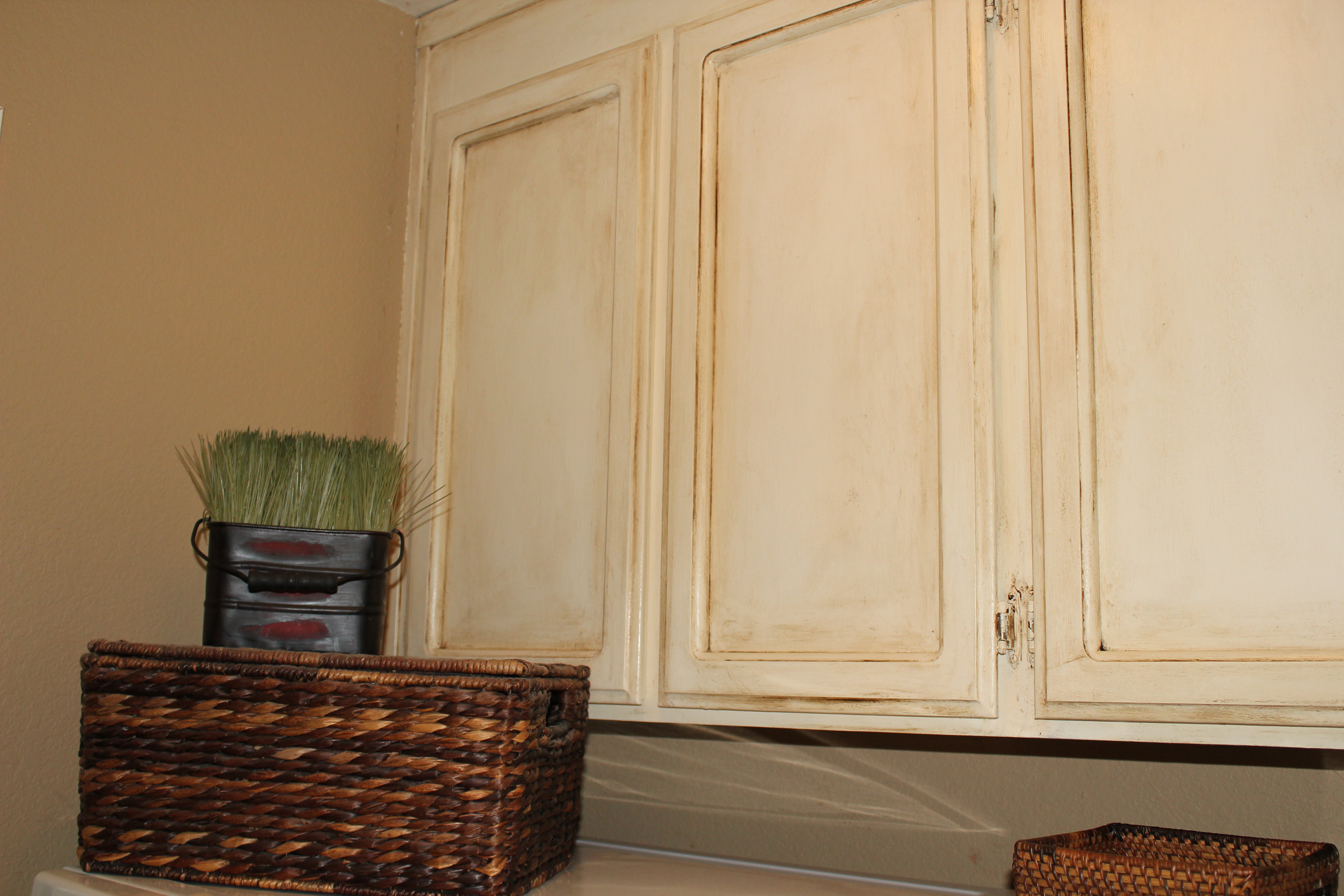 Painting oak cabinets lollypaper for Oak kitchen cabinet refinishing