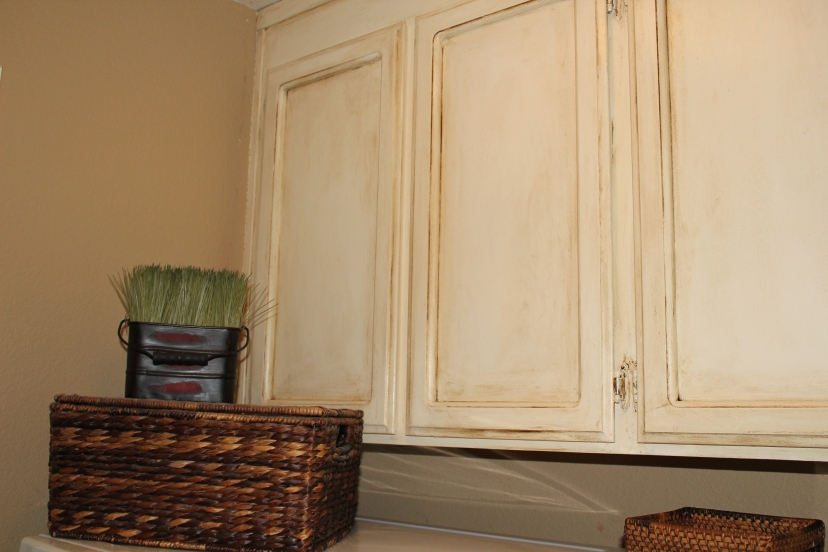 Painting oak cabinets lollypaper for Cheap way to refinish kitchen cabinets